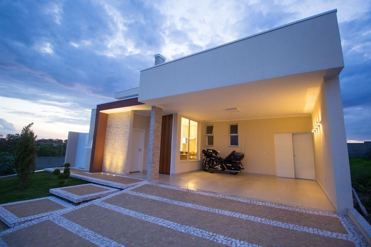 visual fachada casa prego e martelo