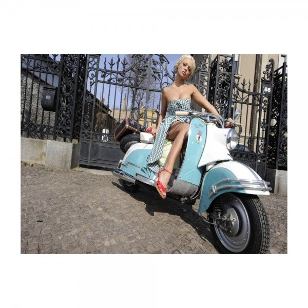 Placa Decorativa em MDF Ensaio de Mulher em Moto Vespa Pose