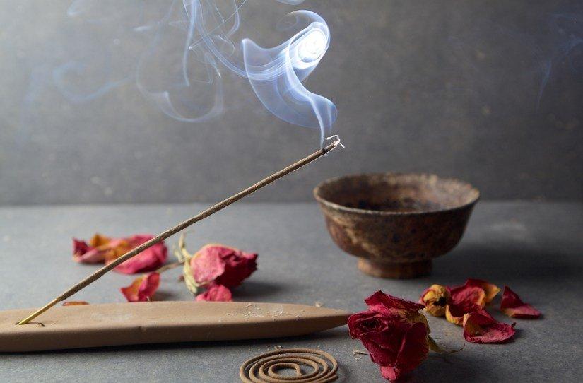 aromas decor zen prego e martelo