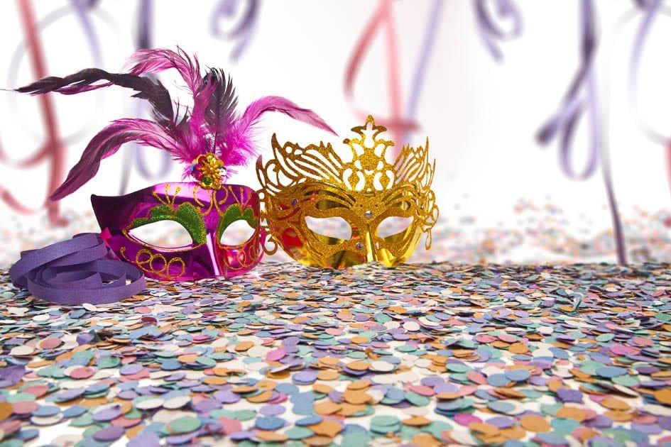 decoracao de carnaval prego e martelo
