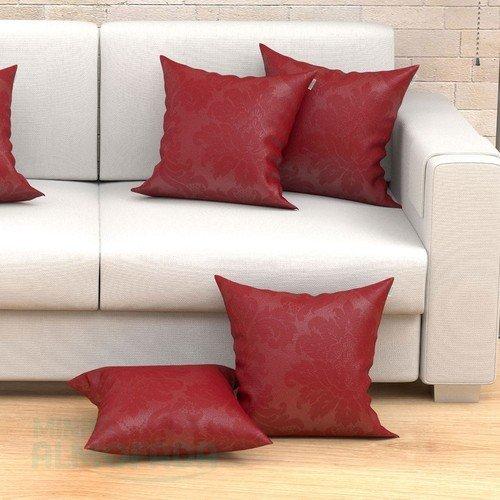 sofa com almofadas vermelhas