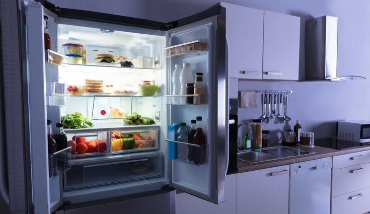 limpar geladeira prego e martelo