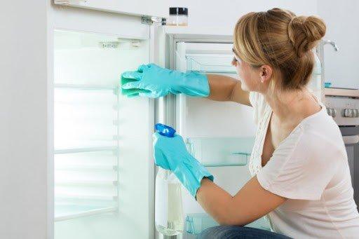 limpar geladeira prego e martelo 2