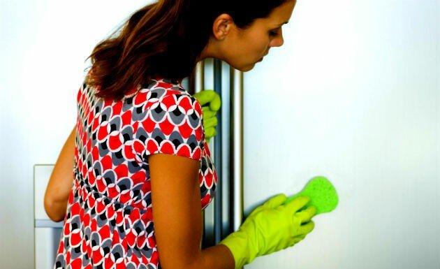 como limpar geladeira prego e martelo