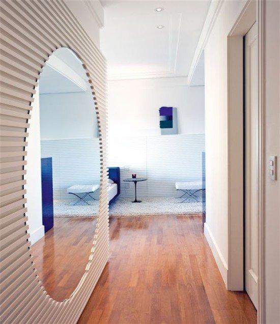 espelho corredor prego e martelo