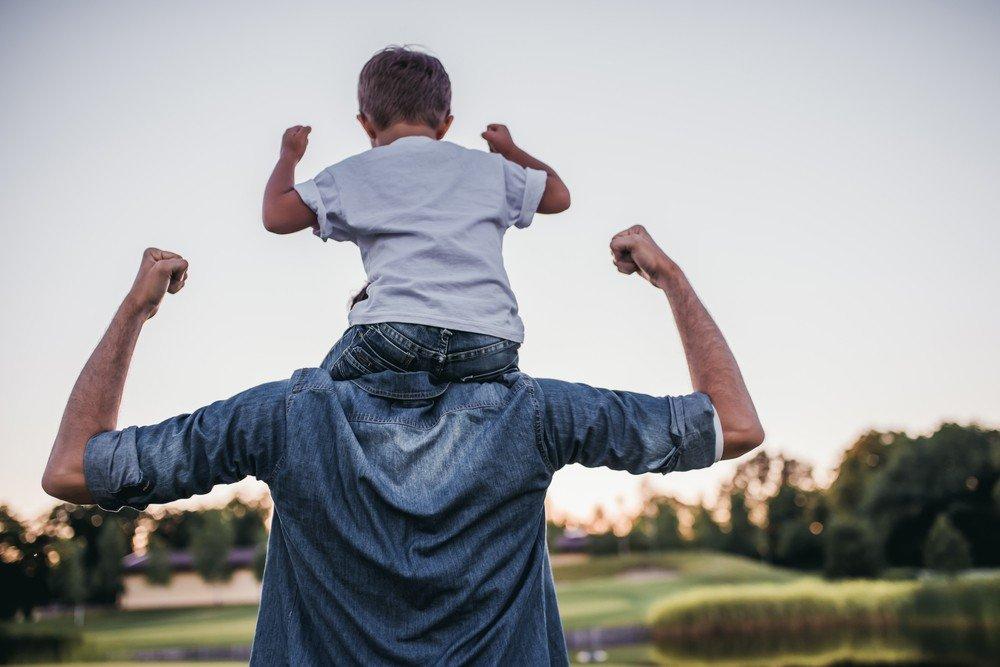 pai e filho prego e martelo