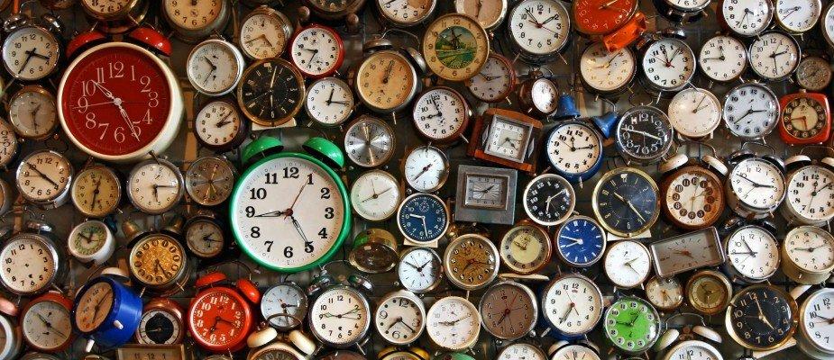 Bonito e pontual: como decorar com relógios