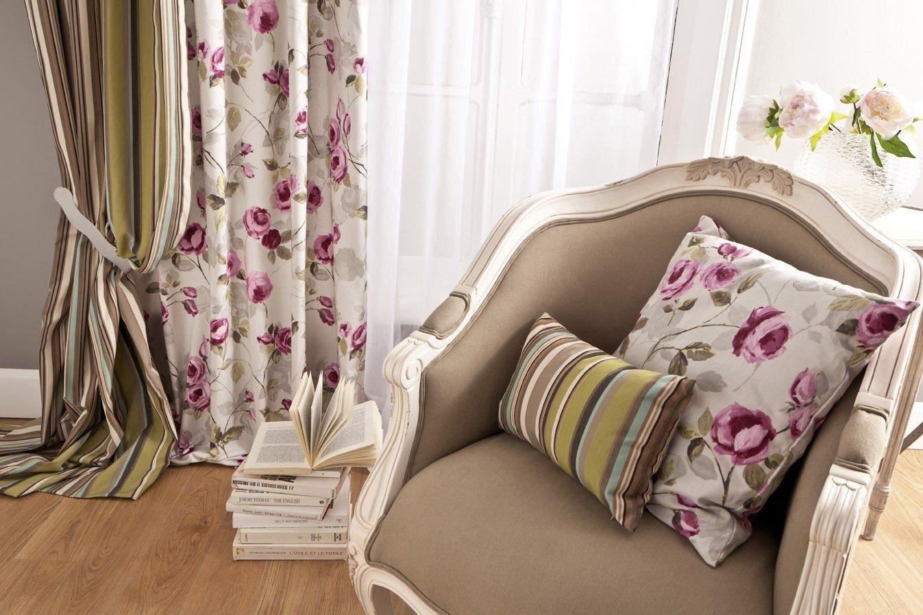Estampas florais nas cortinas prego e martelo
