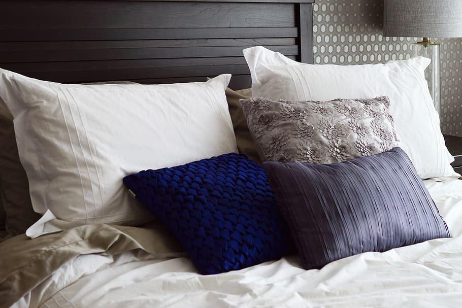 almofadas e travesseiros prego e martelo