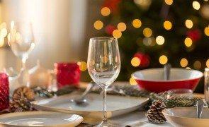 mesa posta natal prego e martelo capa