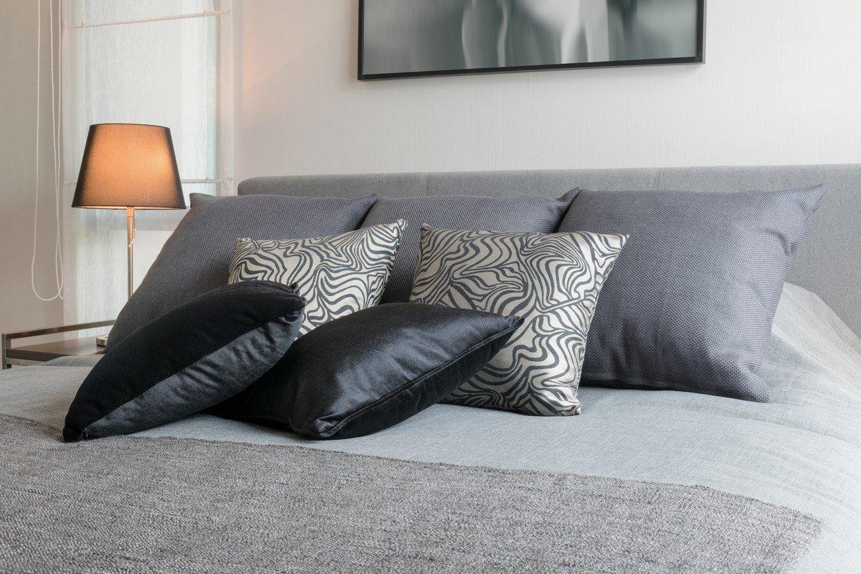 almofadas texturas quarto
