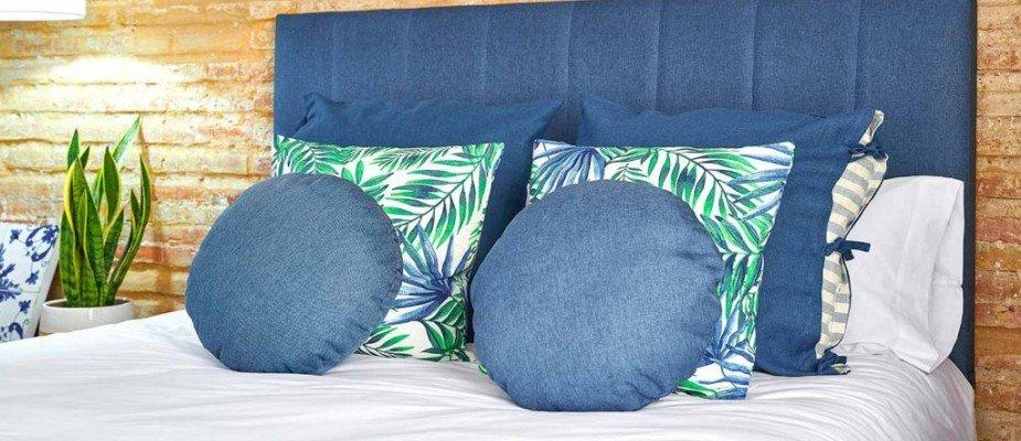 Ideias para combinar as almofadas na cama.