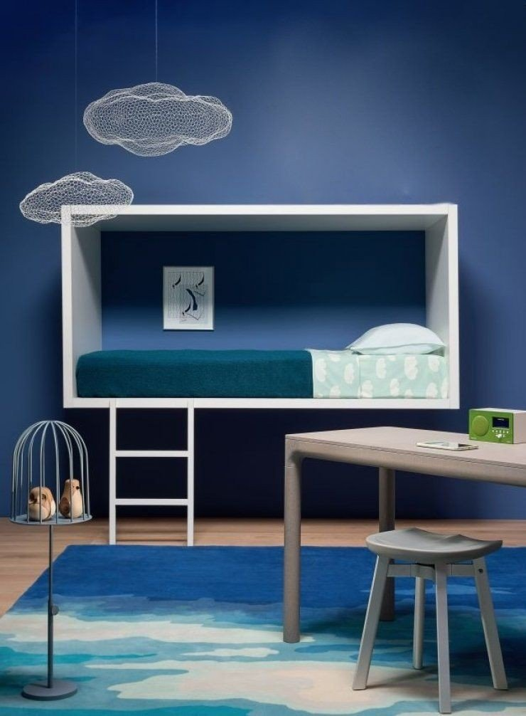 quarto azul prego e martelo