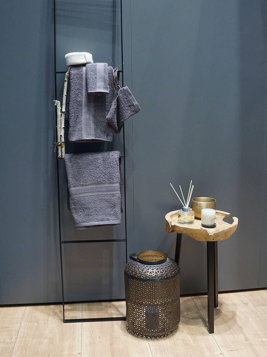 banheiro azul prego e martelo