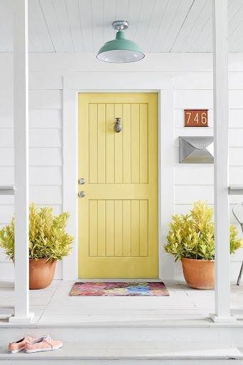 porta amarela prego e martelo feng shui