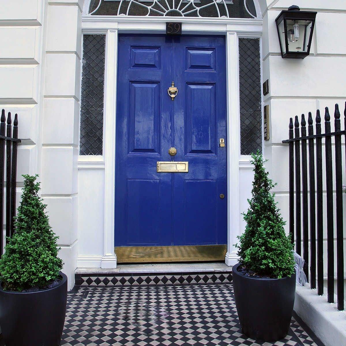 porta azul prego e martelo feng shui