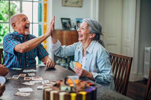 casal jogando sindrome ninho vazio prego e martelo
